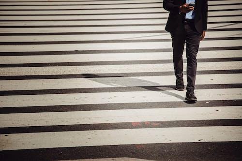 Foto profissional grátis de afro-americano, agitado, andar, anônimo