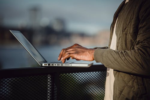 Gratis stockfoto met afgelegen, Afro-Amerikaans, anoniem, apparaat