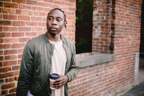 Gratis lagerfoto af afroamerikansk, afslappet, alene, alvorlige