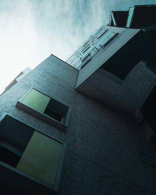 Безкоштовне стокове фото на тему «ciel bleu, contraste, reflet»