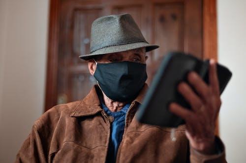 Foto d'estoc gratuïta de adult, ancians, atenció sanitària, barret