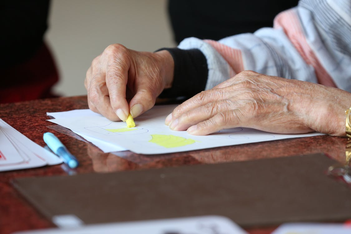 Elderly person during drawing therapy