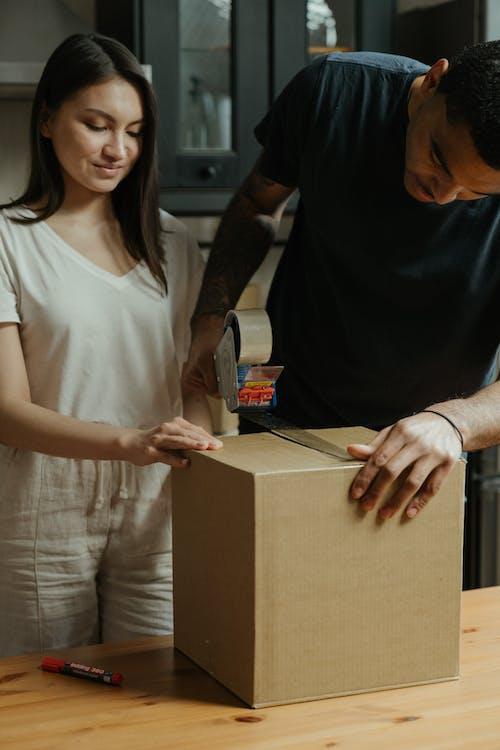 Fotos de stock gratuitas de adentro, apartamento, caja de cartón