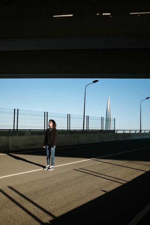 Immagine gratuita di architettura, asfalto, barrir