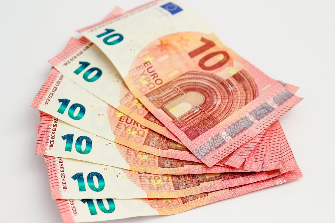 €, 10 euro, bank