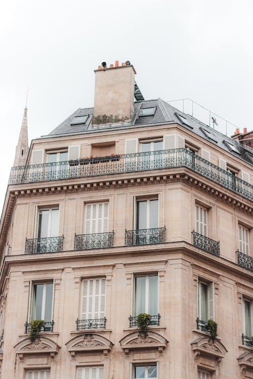 Foto d'estoc gratuïta de acollidor, arquitectura, balcó, barri
