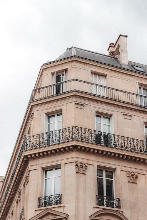 Foto d'estoc gratuïta de allotjament, ampit de la finestra, apartament, arquitectura