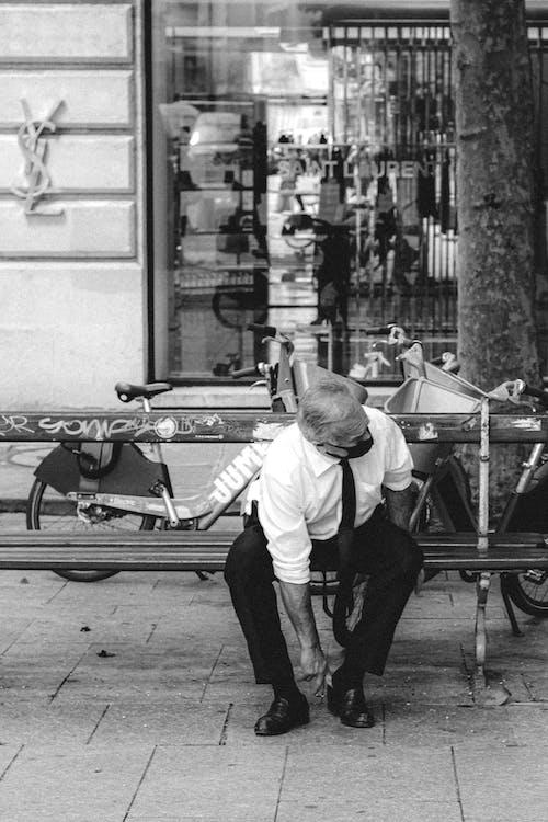 Elderly man in suit on bench