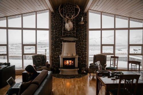 Fotos de stock gratuitas de adentro, arquitectura, asiento, chimenea
