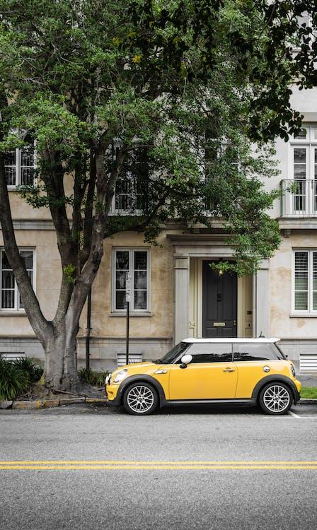 Gratis stockfoto met appartementencomplex, architectuur, auto