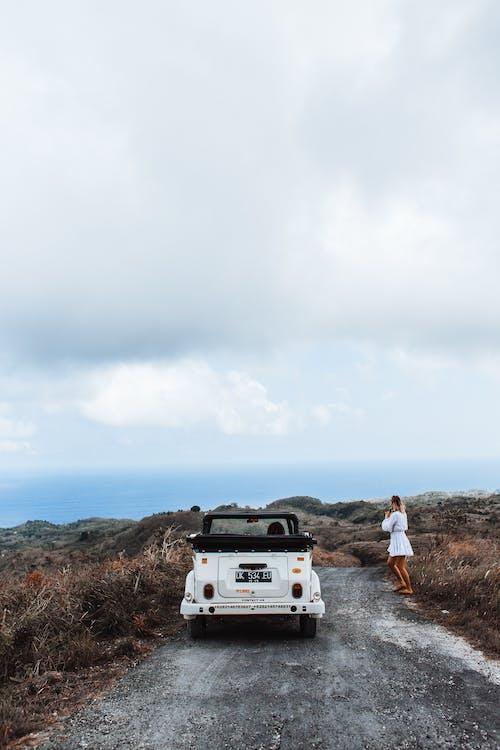 Fotobanka sbezplatnými fotkami na tému anonymný, asfalt, auto, automobil