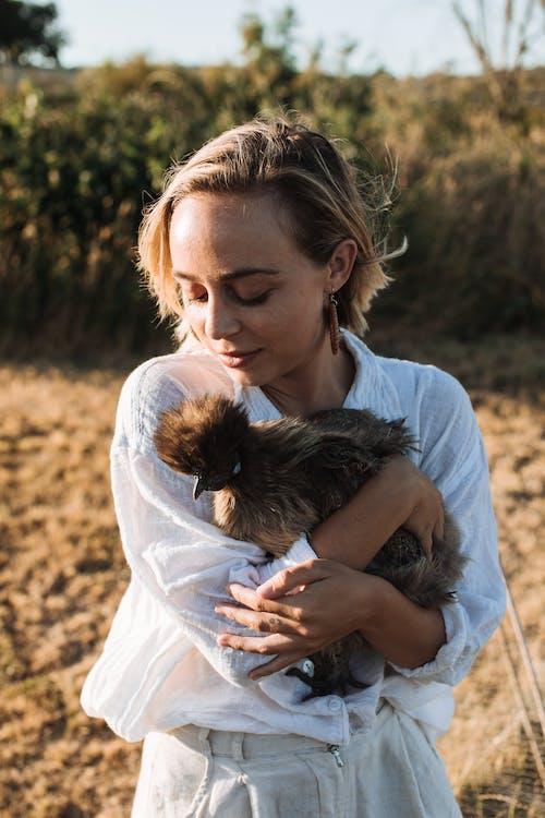 반려동물, 애정, 여성의 무료 스톡 사진