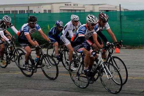 Foto d'estoc gratuïta de anant amb bici, atleta, atletes, carrera