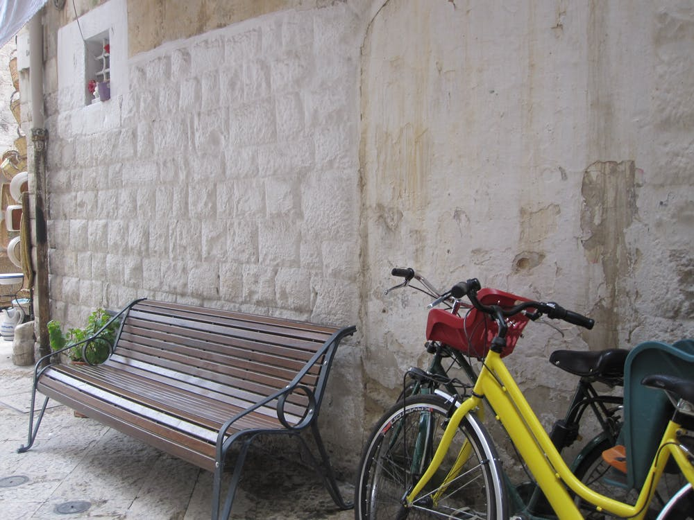 Fotos de stock gratuitas de amarillo, banco, bicicleta