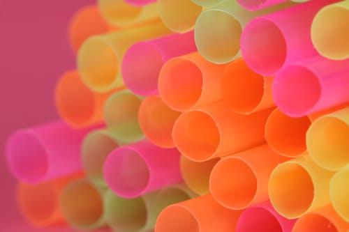 Ilmainen kuvapankkikuva tunnisteilla juominen olki, neonvärit, pinkki tausta, vaaleapunainen tausta
