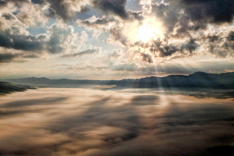 Kostnadsfri bild av bergen, ljus, moln, natur