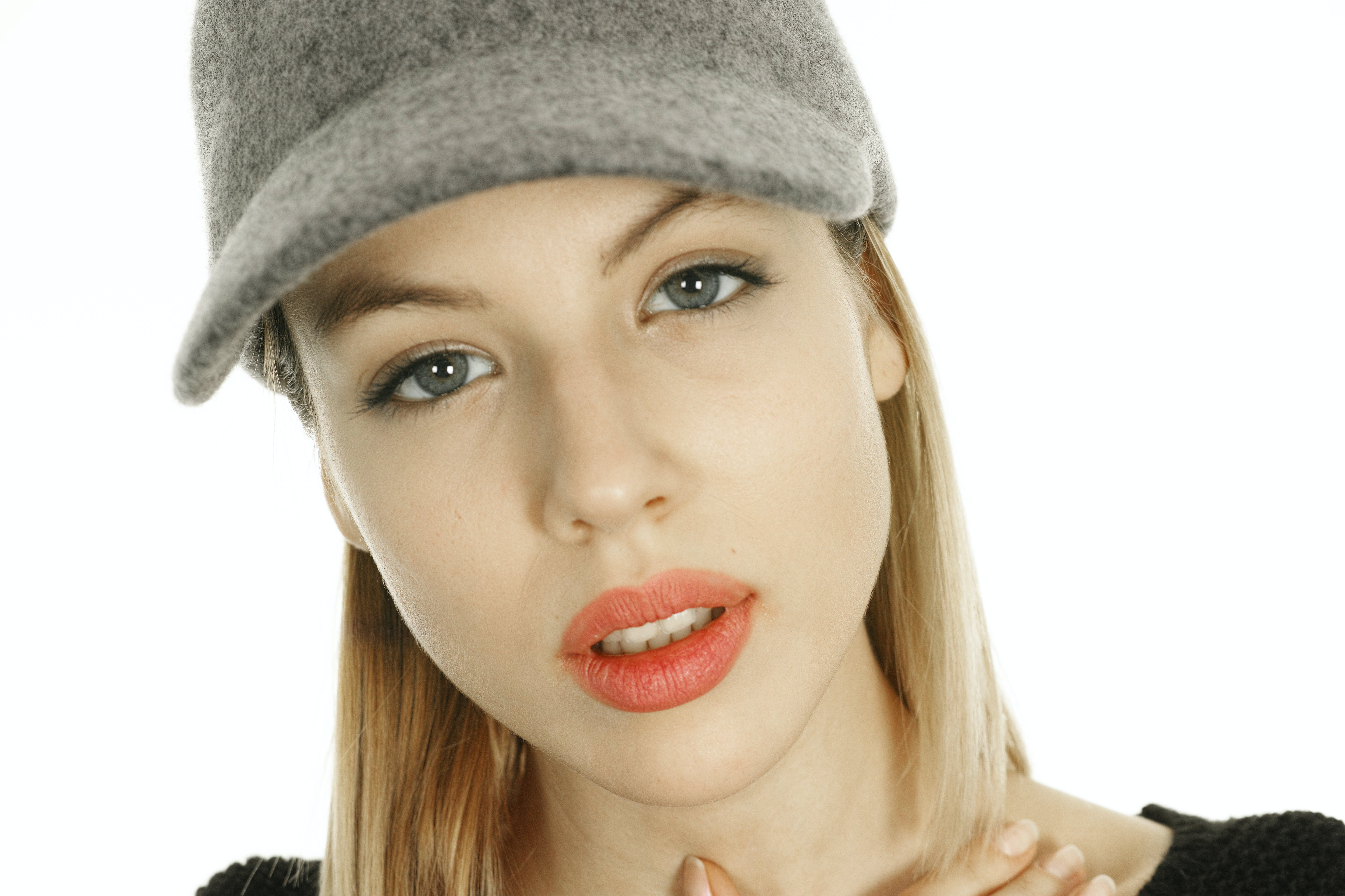 Woman in Gray Curved-brimmed Cap