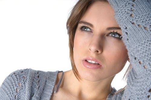 Foto profissional grátis de abrigo, atraente, bonita, bonito