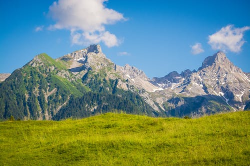 Kostenloses Stock Foto zu bäume, berge, friedlich, friedvoll