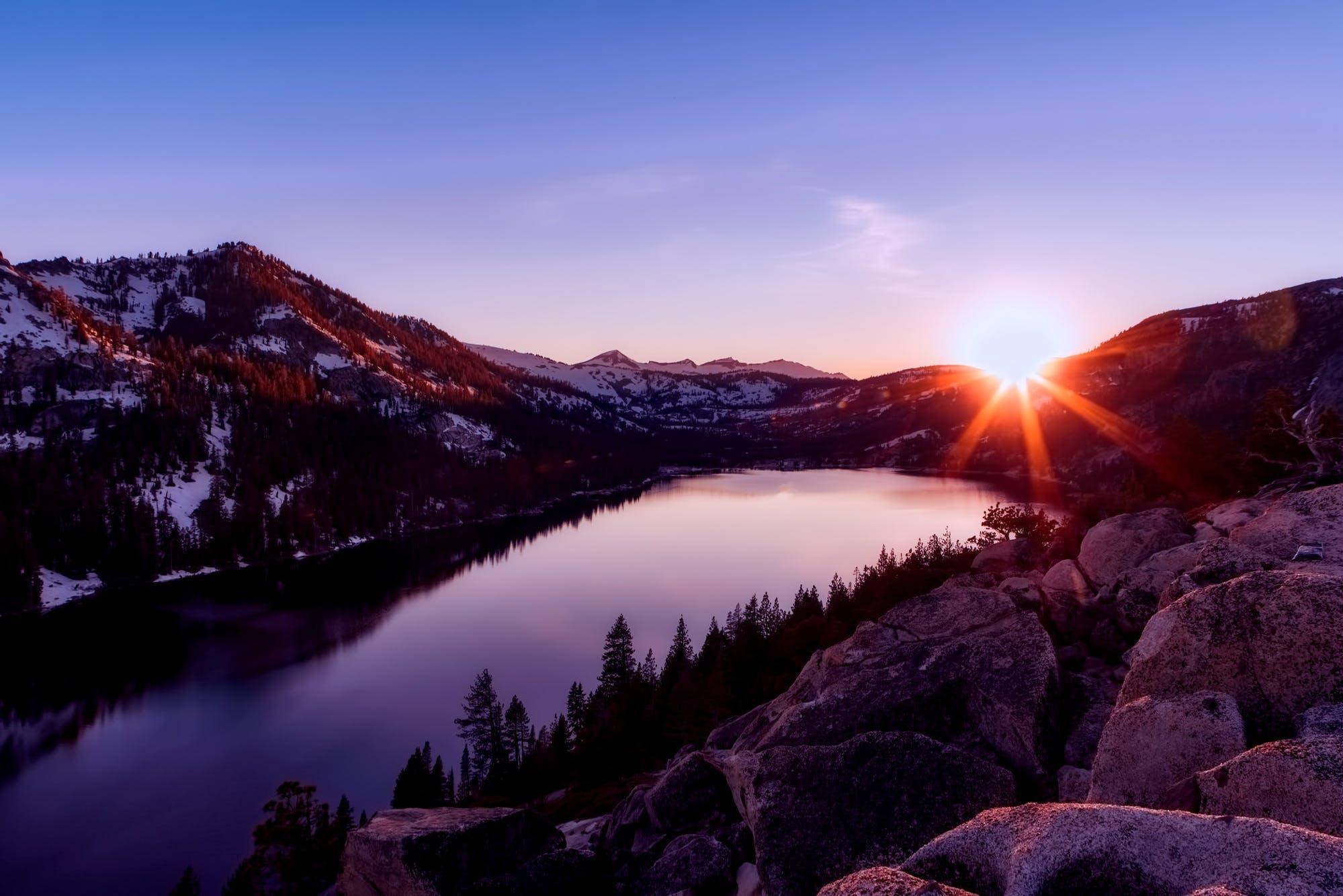 夕方, 太陽, 山岳, 岩の無料の写真素材
