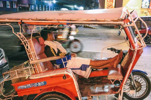 거리, 교통체계, 굴러가다, 남자의 무료 스톡 사진