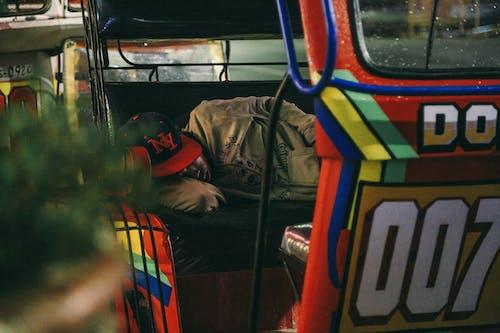 Immagine gratuita di addormentato, adulto, auto, azione