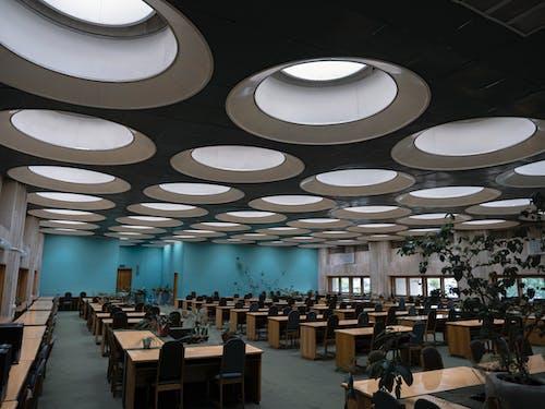 Foto d'estoc gratuïta de arquitectura, auditori, biblioteca