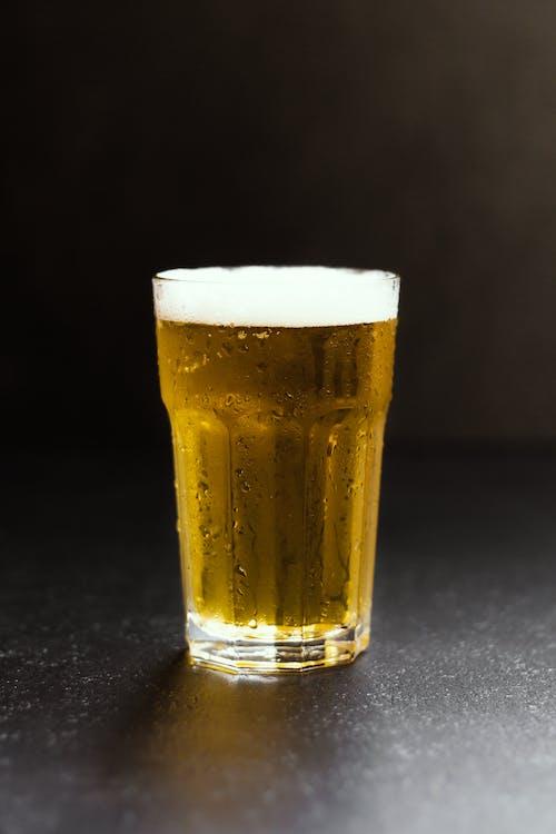 alcool, arrière-plan noir, bière