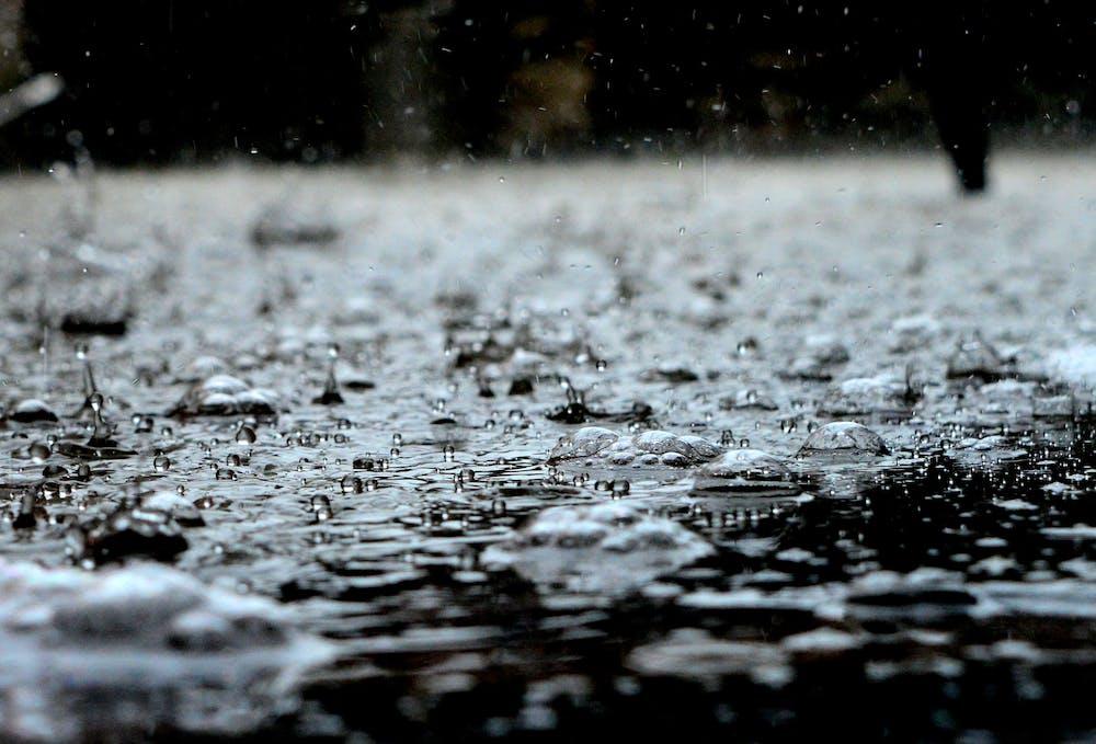 Photo of rain drops. | Photo: Pexels