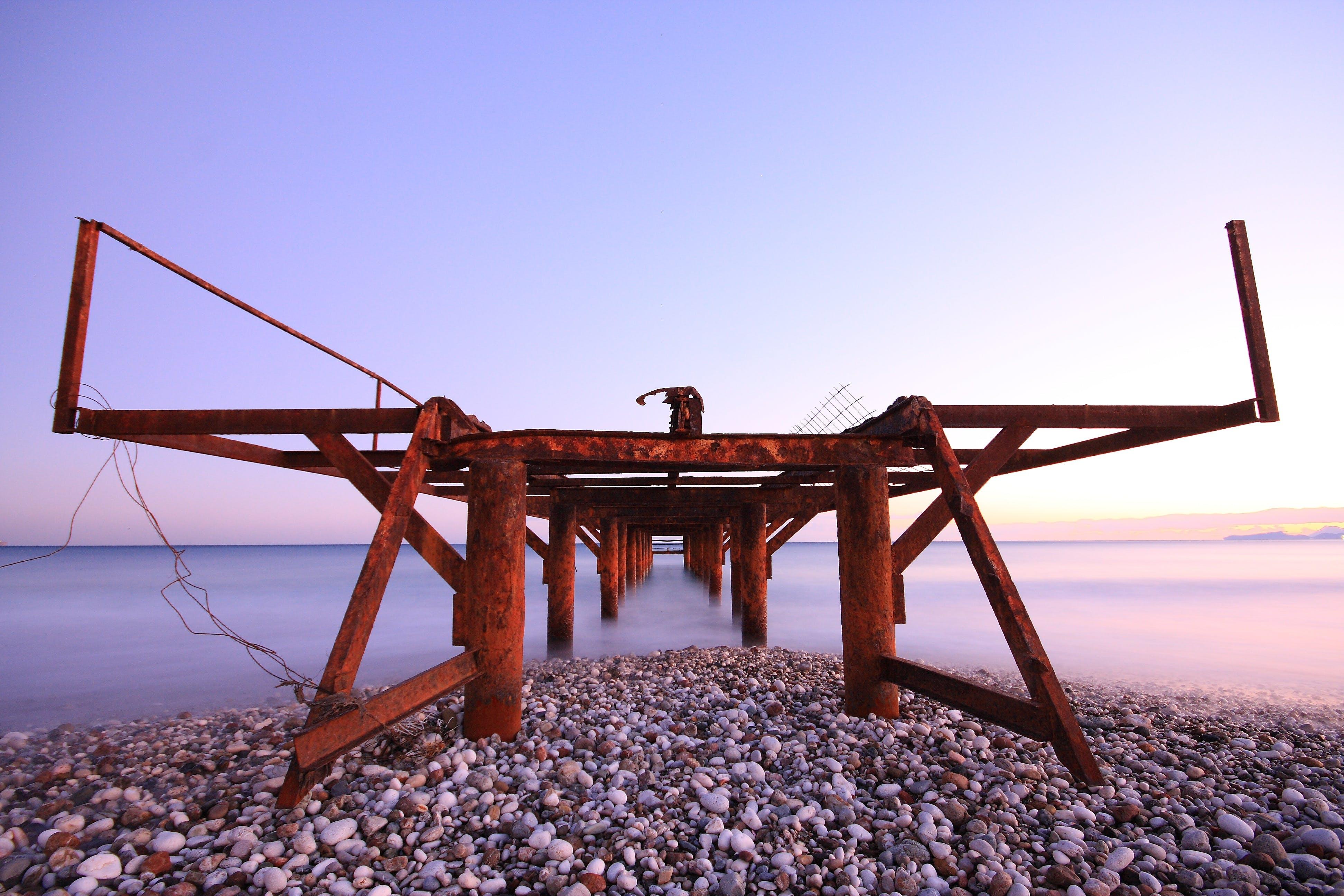 Безкоштовне стокове фото на тему «берег моря, вода, галька, горизонт»