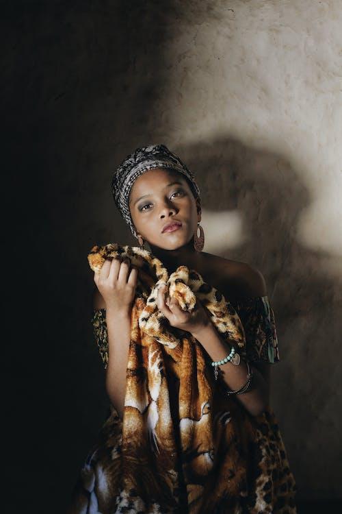 Gratis stockfoto met aantrekkelijk mooi, aantrekkingskracht, afro-amerikaanse meid, bloot