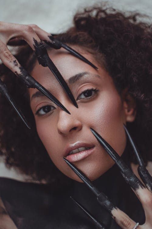 Fotos de stock gratuitas de adentro, adulto, bonita, cabello