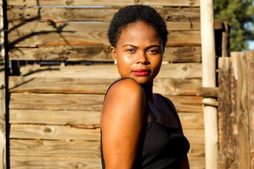 Δωρεάν στοκ φωτογραφιών με ατομικότητα, αυτοπεποίθηση, αφροαμερικάνα γυναίκα