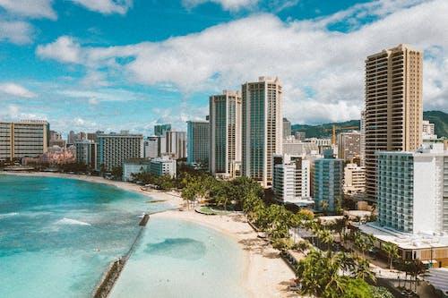 Základová fotografie zdarma na téma budovy, havaj, modrá obloha