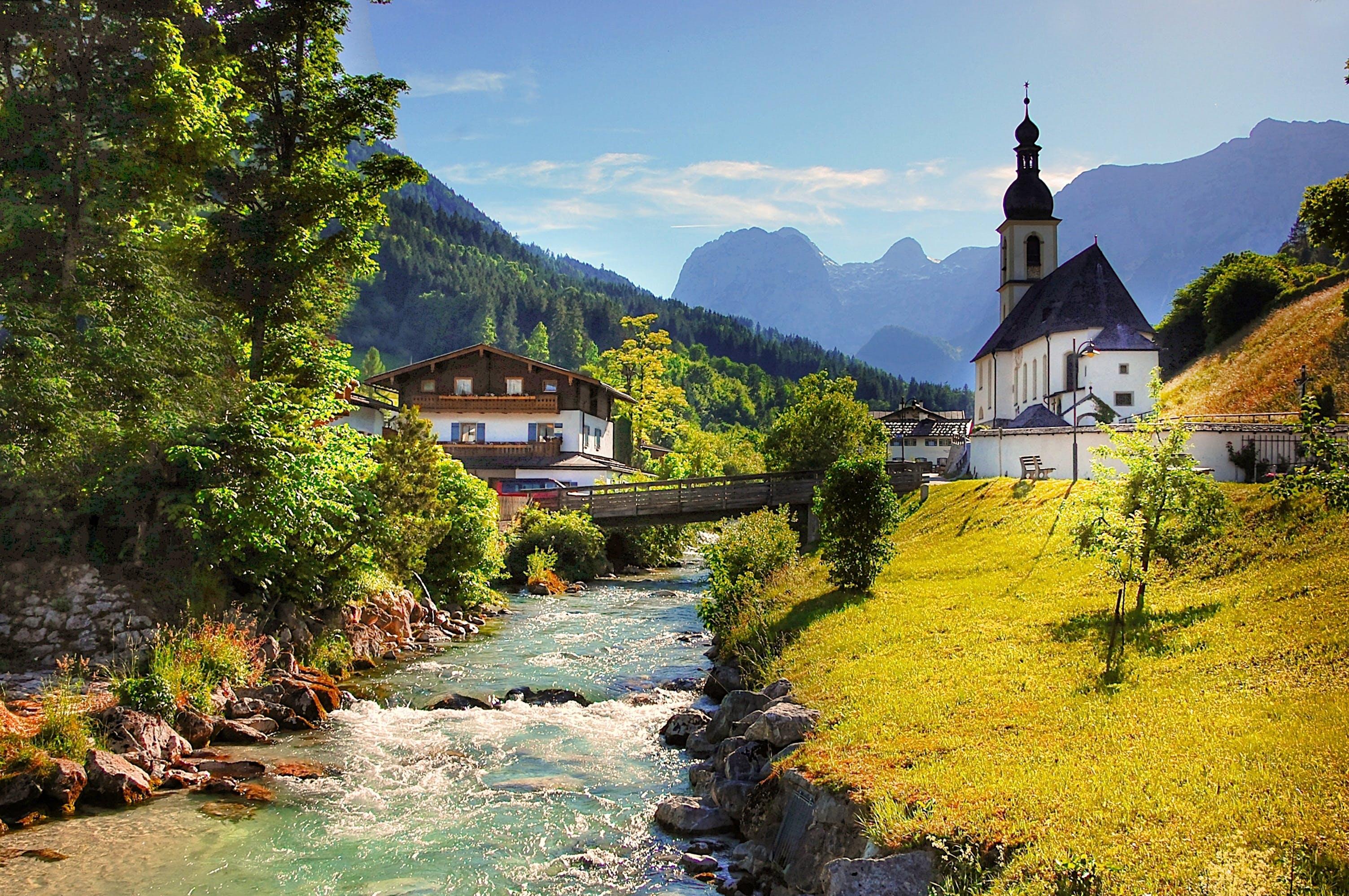 Kostenloses Stock Foto zu alpin, architektur, aussicht, bäume