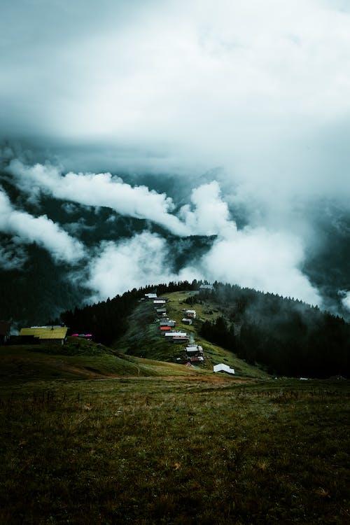 Gratis lagerfoto af alçak bulutlar, bjerg, bulut, bulut denizi