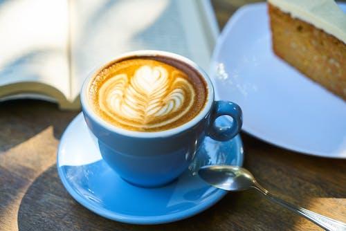 Základová fotografie zdarma na téma caffè latte, caffè latte art, detail, dort