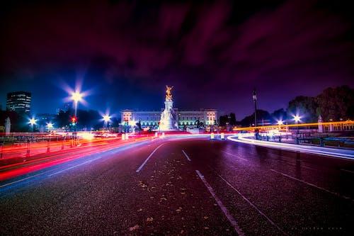 Gratis stockfoto met architectuur, attractie, autoweg, avond