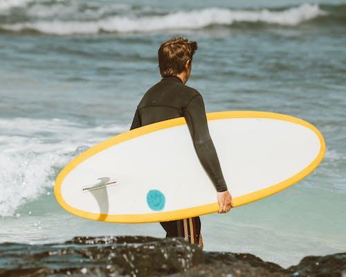 Kostenloses Stock Foto zu gelb, hawaii, kerl