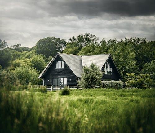 Gratis arkivbilde med arkitektur, familie, forlatt, gård