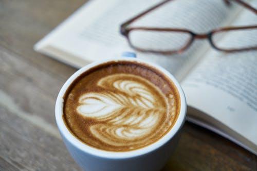 Foto d'estoc gratuïta de art latte, cafè, concentrar-se, copa