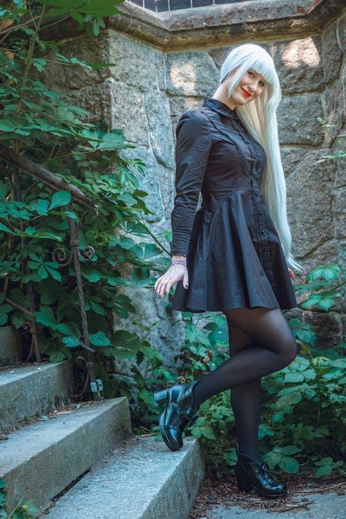 Kostenloses Stock Foto zu blondes haar, draußen, erwachsener