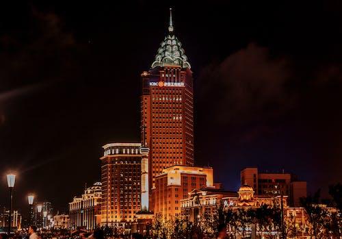 Foto profissional grátis de ao ar livre, arquitetura, arranha-céu, cair da noite
