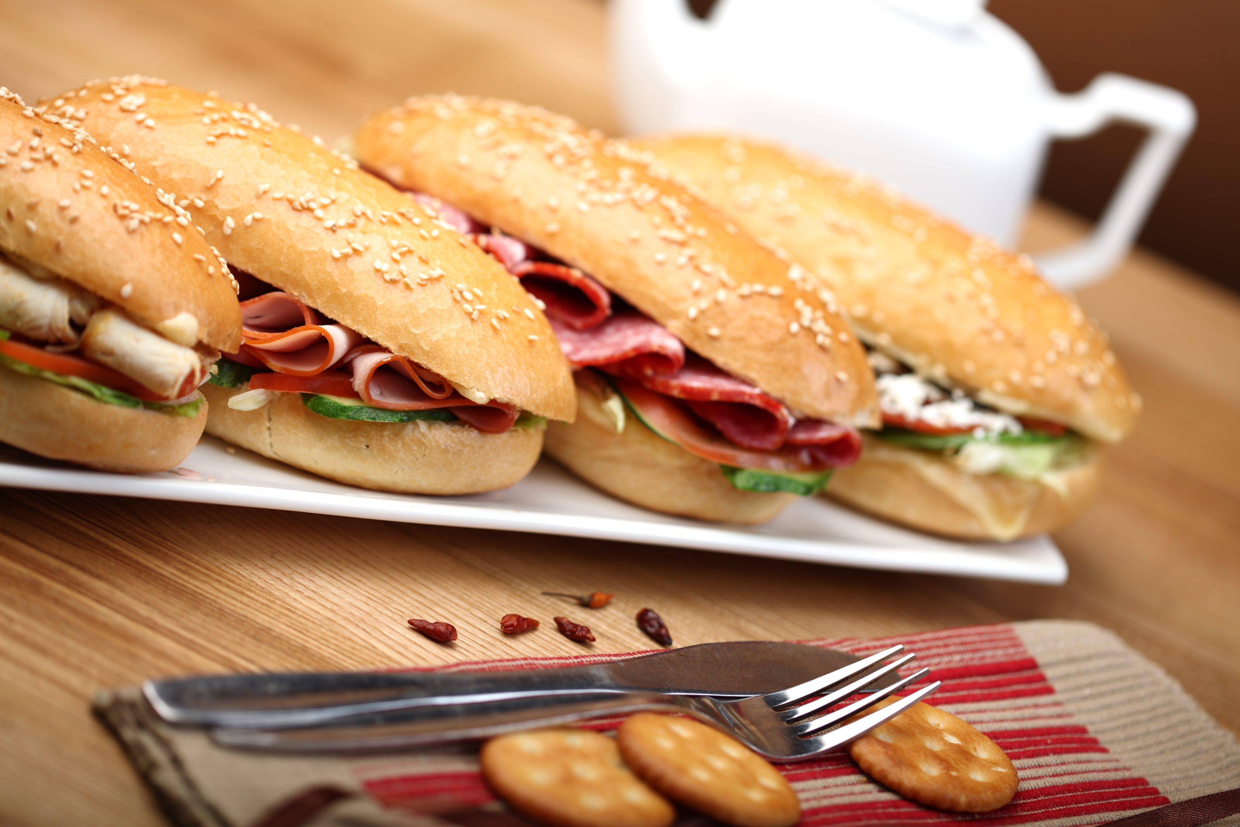 Foto profissional grátis de alimento, almoço, biscoitos, carne