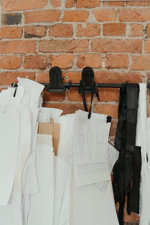 Foto profissional grátis de atelier, close, costurando, dentro de casa