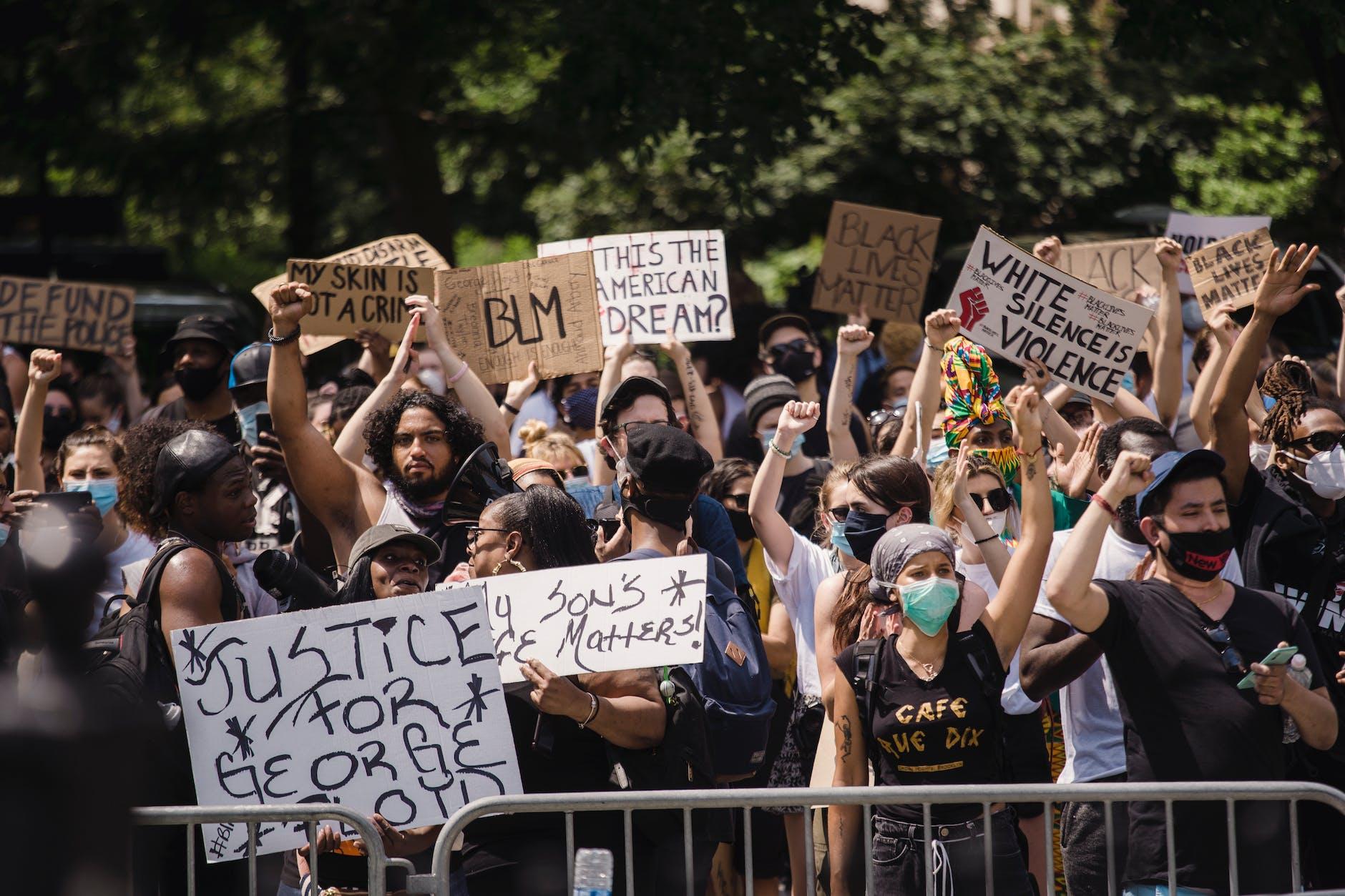 MOTSATT EFFEKT I BLACK LIVES MATTER DEMONSTRATIONER: RASISMEN KAN ÖKA