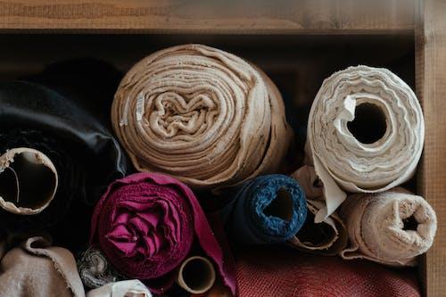 Fotos de stock gratuitas de adentro, artesanía, cosiendo