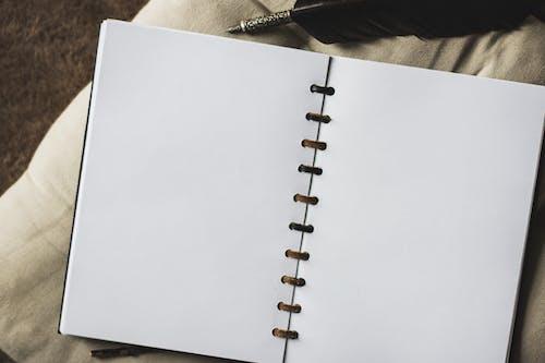 Darmowe zdjęcie z galerii z arkusz, notatnik, pad, widok z góry