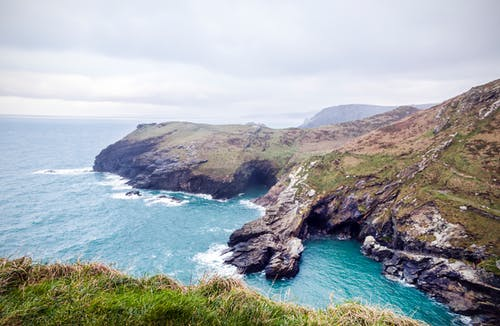 Безкоштовне стокове фото на тему «берег моря, вода, Затока, камінь»