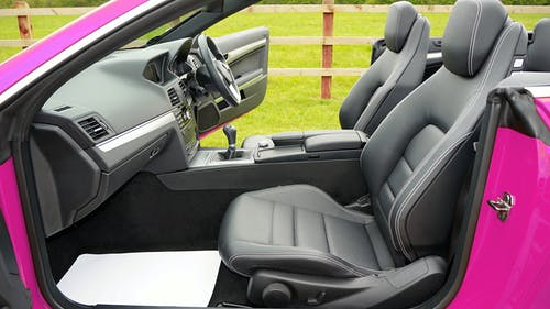 araba, araç, deri koltuklar, direksiyon içeren Ücretsiz stok fotoğraf